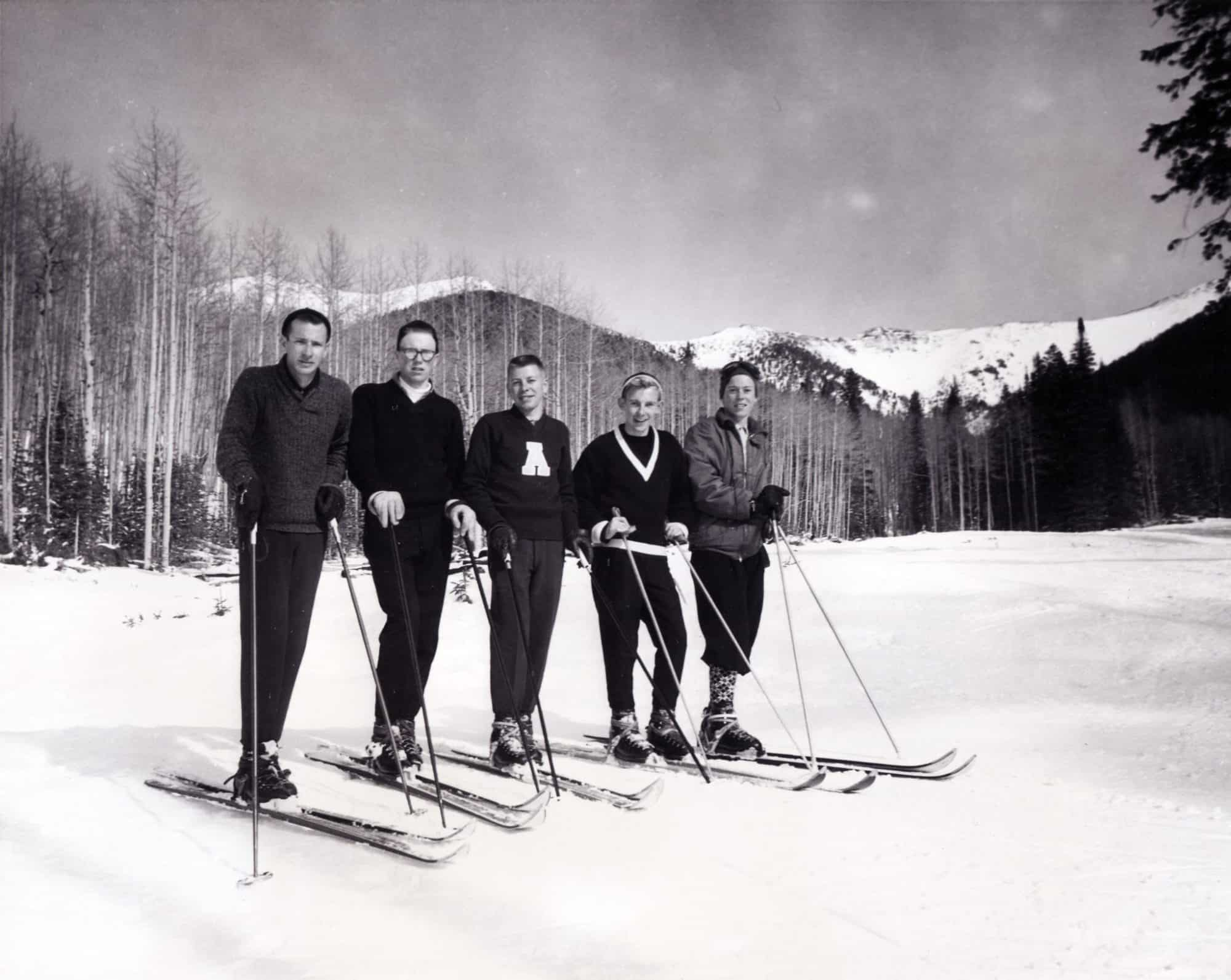 5 dudes skiing retro